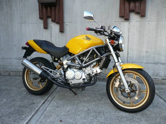 VTR250FI (FC-000)-Y - 【公式】レンタルバイクのベストBike® 五条大宮駅前